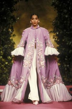 Christian Lacroix defined EXTRA, our Haute Couture favourites 90s Fashion, Couture Fashion, Runway Fashion, Fashion Show, Fashion Design, Dolly Fashion, High Fashion, Georges Hobeika, Christian Lacroix