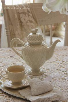 white teaware Nederlandstalige website Dutch website
