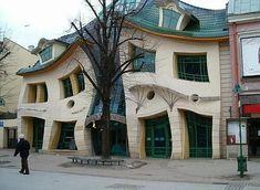 La maison tordue à Szimbark Pologne ( près de la forêt tordue)