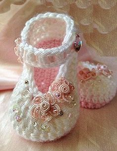 Pink and White Crochet Baby Booties por TippyToesBabyDesigns