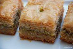 al: Bakllava Turke (Receta e derguar nga Sajmira) Spanakopita, Buffalo Chicken, Mediterranean Recipes, Greek Recipes, Deserts, Muffin, Food And Drink, Cooking Recipes, Sweets