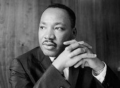 Μάρτιν Λούθερ Κινγκ (1929 – 1968): Αμερικανός ιερωμένος και ηγέτης του κινήματος για τα πολιτικά δικαιώματα του μαύρου πληθυσμού στις ΗΠΑ τις δεκαετίες του '50 και του '60.