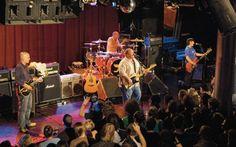 Gennaio 1993, maggio 2004. Una lunga pausa di riflessione, parentesi di silenzio arrivata dopo quasi dieci anni vissuti freneticamente, tra palco e sala d'incisione. Il tempo per ricaricare le energie, fermarsi a riflettere e ripartire di slancio. Con una tournée che ha infiammato i club degli Stati Uniti. Un ritorno in grande stile quello dei Pixies, tra le band più eccentriche degli ultimi trent'anni, documentato da Sky Arte HD grazie ad un live da leggenda.