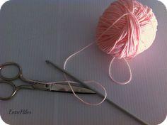 EntreHilos y algo más: TUTORIAL CORAZON AMIGURUMI Macrame Design, Amigurumi Toys, Projects To Try, Facebook, Knitted Animals, Crochet Octopus, Crochet Hearts, Crochet Dolls, Key Hangers