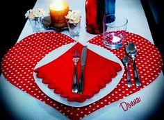 Lugar americano formato coração..ideal para mesas redondas...@donna_acessorioss.