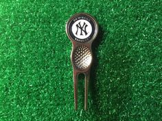New York Yankees GOLF Divot Tool and 2 Sided Ball Marker NCAA Free S/H #Unbranded