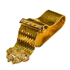 A sophisticated bracelet manufactured by Van Cleef & Arpels during the 1940s, presenting appx. 10cts of old mine cut diamonds on a fine 18kt yellow gold mounting, decorated with black enamel work on the clasp. Length of the bracelet is adjustable.