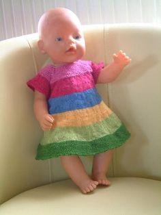 Journal de bord d'une addict du tricot, mais aussi de la déco, de la couture, de la récup' des voyages et des vide-greniers. Knitting Dolls Clothes, Knitted Dolls, Doll Clothes, Crochet Round, Crochet Baby, Knit Crochet, Tricot Baby, Small Blankets, Different Stitches