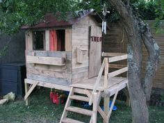 Pallet Playhouse | 99 Pallets