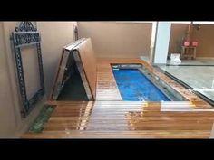 Deck Retrátil com abertura vertical e acabamento com auto brilho - YouTube Decks, Vertical, Construction, Ideas Para, Swimming Pools, Backyard, Spas, Outdoor Decor, Design