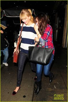 : Photo Selena Gomez tries to hide behind her BFF Taylor Swift as they head into Osteria La Buca for dinner on Saturday night (November in Los Angeles. Selena And Taylor, Taylor Swift Style, Saturday Night, Selena Gomez, Bff, Celebs, Glamour, Street Style, Dinner
