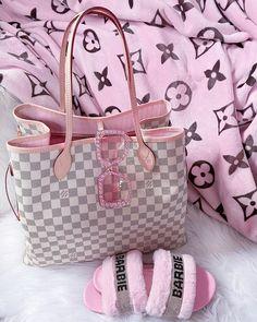 Ropa Louis Vuitton, Louis Vuitton Handbags, Louis Vuitton Speedy Bag, Luxury Purses, Luxury Bags, My Bags, Purses And Bags, Sacs Design, Baby Pink Aesthetic