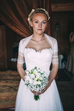 Patrycja & Albert, pięknie, sielsko, magicznie… | WedBook.pl || panna młoda, bride, suknia slubna, wedding dress with feathers, wedding bouquet, bukiet ślubny z gipsówki, baby's breath, wianek ślubny, flower crown || Foto: Ślubne Studio