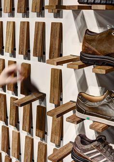 Gallery of Skechers TR Casual Showroom / Zemberek Design - 5 (Diy Storage Shelves) Pallet Furniture, Furniture Design, Folding Furniture, System Furniture, Mirrored Furniture, Smart Furniture, Furniture Storage, Furniture Plans, Diy Shoe Rack