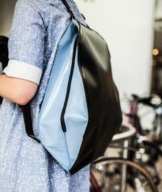 Peng You's Fugu bag inflates to protect your gadgets