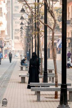 """Musa Akkaya, Has OlanTesettür Bu örtü sadece bir bez parçası değildir, bu örtü ALLAH'ın sözüdür kardeşim, ALLAH'ın ayetidir. Bu ayeti üzerinde taşıdığının bilinci ya da bu ayeti üzerinde taşımanın vakti gelmedimi bacı kardeşlerim. """"Allahın ipine sımsıkı sarılın"""" Muslim Girls, Muslim Women, Muslim Fashion, Hijab Fashion, Face Veil, Hijab Niqab, Islam Muslim, Queen, Modest Outfits"""