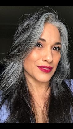 Capelli grigi - immagini - make up! make over:-) - couleur de cheveux Grey Hair Don't Care, Long Gray Hair, Silver Grey Hair, Hair Care, Grey Wig, Curly Hair Styles, Natural Hair Styles, Grey Hair Natural, Gray Hair Highlights