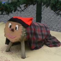 Hacer cagar el Tió de Nadal o Caga Tió es una tradición puramente catalana que se celebra en Nochebuena (24 de diciembre, víspera del Día de Navidad) en la mayor parte de las familias, así como también en los colegios durante las fechas navideñas. http://fiesta.uncomo.com/articulo/como-hacer-cagar-el-tio-de-nadal-15380.html