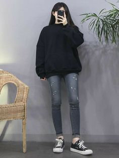 Korean Fashion Trends you can Steal – Designer Fashion Tips Korean Girl Fashion, Korean Fashion Trends, Korean Street Fashion, Ulzzang Fashion, Korea Fashion, Asian Fashion, 30s Fashion, Trendy Fashion, Fashion Ideas