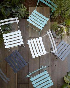 """58 gilla-markeringar, 2 kommentarer - Svenssons i Lammhult (@svenssonsilammhult) på Instagram: """"Utemöbler för trånga utrymmen? Bistro stolen från franska Fermob är en solklar favorit! En stol som…"""""""