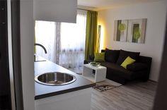 4 people, 2 rooms, 1 kitchen... Stylish Loggia Apartment: Hellwagstrasse, TAVienna Vienna, Rooms, Traditional, Stylish, Kitchen, People, Quartos, Cooking, Home Kitchens