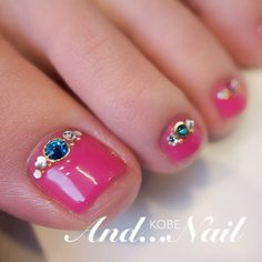 Pink+Rhinestone Toe nails