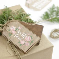 Make this super easy DIY Wood Gift Tag with instructions (and pictures! Cool Stuff, Craft Tutorials, Craft Projects, Craft Ideas, Wood Projects, Adult Crafts, Diy Crafts, Wood Tags, Gift Tags Printable