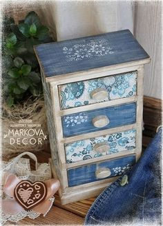 Jewerly Box Makeover Decoupage New Ideas Decoupage Furniture, Decoupage Box, Decoupage Vintage, Hand Painted Furniture, Paint Furniture, Upcycled Furniture, Furniture Makeover, Decoupage Drawers, Decor Crafts