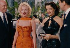 """The ladies of """"Gentlemen Prefer Blondes"""" (1953): Marilyn Monroe and Jane Russell"""