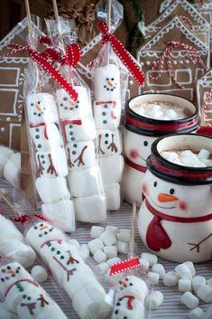 Make Marshmallow Snowman Sticks for fun and easy holiday gifting. Diy Christmas Gifts, Holiday Gifts, Christmas Holidays, Christmas Wreaths, Christmas Decorations, Christmas Fair Ideas, Xmas, Marshmallow Snowman, Marshmallow Sticks