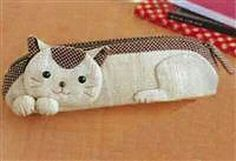 little bag idea Japanese Patchwork, Patchwork Bags, Cat Crafts, Sewing Crafts, Quilting Projects, Sewing Projects, Animal Bag, Cat Bag, Cat Quilt