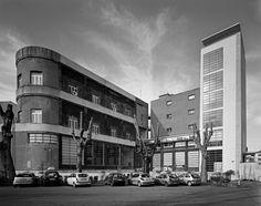 gabriele basilico - casa balilla luigi moretti, roma, 2010 Luigi, Bauhaus, Rome, Art Deco, Traditional Landscape, Facade Architecture, Landscape Photography, Architectural Photography, Street View