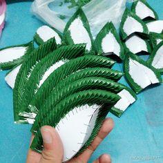 how to staple foliage designs in floral arrangements Flower Garlands, Flower Decorations, Arti Thali Decoration, Leaf Design, Floral Design, Thai Art, Garland Wedding, Flower Show, Flower Tutorial
