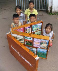 Lao Book Box Library. Kirjasto kulkee kätevästi salkussa
