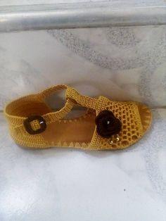 Crochet Sandals, Crochet Shoes, Crochet Slippers, Knit Crochet, Crochet Designs, Flip Flop Sandals, Shoes Sandals, Homemade Shoes, Embroidery