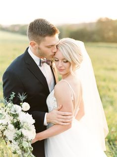 Photography: Lauren Fair Photography - undefined Read More on SMP: /2018/02/09/romantic-soft-blues-rustic-wedding/