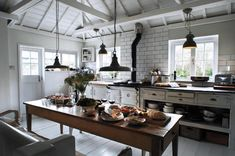 kitchen at The Oyster Catcher cottage, Cornwall Kitchen Interior, New Kitchen, Kitchen Dining, Kitchen Decor, Cozy Kitchen, Country Kitchen, Kitchen Rustic, Dining Table, Narrow Kitchen