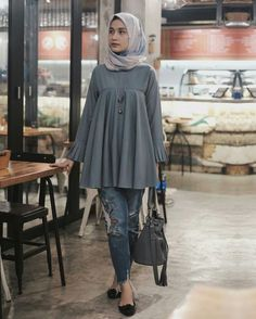 Stylish Short Frock with Pant Fashion for Hijabie Girls – Girls Hijab Style & Hijab Fashion Ideas Modesty Fashion, Abaya Fashion, Muslim Fashion, Fashion Pants, Fashion Outfits, Fashion Ideas, Casual Hijab Outfit, Hijab Chic, New Hijab