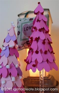 Valentine Heart Cone Tree Tutorial for E Valentine Day Wreaths, Valentines Day Decorations, Valentine Day Crafts, Valentine Heart, Holiday Decorations, Kids Food Crafts, Crafts For Seniors, Senior Crafts, Cone Trees