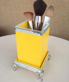 Novidade Sinatto!!! Porta pincéis de maquiagem! Pra decorar e organizar sua bancada! Agora é só escolher a cor né???