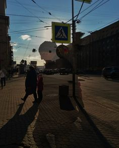 Pedestrians  #snapseed #double #twice #sunny #friday #pedestrian #pedestrianstreet #pedestrian #city #day #walk #sky#saintpetersburg #russia #питер #пешеходы #весна #город #санктпетербург