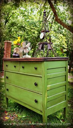 Stunning dresser re-do! That green! | http://home-decor-inspirations.blogspot.com
