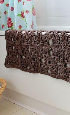 [Free Pattern] Fabulous Crochet Bath Mat