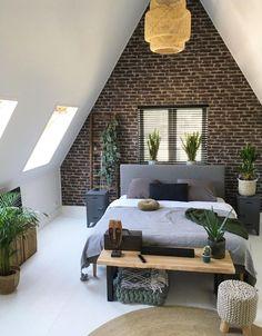 Kom tot rust in deze industrieel chique slaapkamer met veel groen Bedroom Furniture Sets, Bedroom Sets, Home Furniture, Bedroom Decor, Luxury Furniture, Furniture Online, Discount Furniture, Bedroom Drawers, Green Furniture