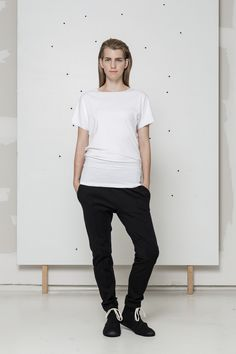 long white t-shirt www.hanazarubova.cz
