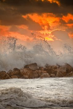 Superb Nature - sundxwn: Foamy sunset by Marco Carmassi Beautiful Sunset, Beautiful World, Beautiful Images, All Nature, Amazing Nature, Landscape Photography, Nature Photography, Photography Lessons, Digital Photography