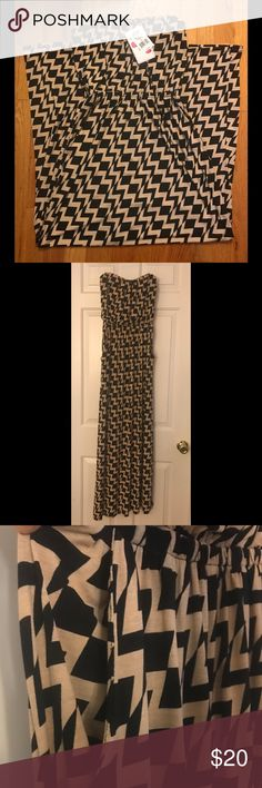"""Black & Tan Chevron Maxi Dress Strapless Maxi dress. Black and Tan chevron pattern.  New with tags. Has pockets😁 ( I am 5'6"""" and it fell right above the floor) Size: S Dresses Maxi"""