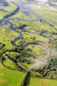 Za obcí Lenora vytváří Teplá Vltava meandry s mnoha rozsáhlými mokřady, rašeliništi a tůněmi souhrnně zvané Vltavský Luh.