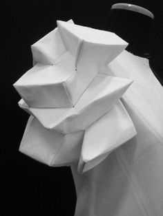 3D Fashion - sculptural sleeve created by manipulating fabrics into 3D shapes; wearable art // Shingo Sato Conceptual Fashion, Origami Fashion, 3d Fashion, Fashion 2017, Ladies Fashion, Fashion Trends, Womens Fashion, Fashion Design, 3d Pattern