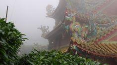 Le Temple avoisinant les jardins de M. Chen Temple nearby tea garden of Mr. Chen by Camellia-Sinensis, via Flickr